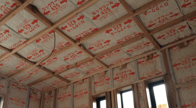 壁・天井の断熱材には遮音性に優れたロックウール